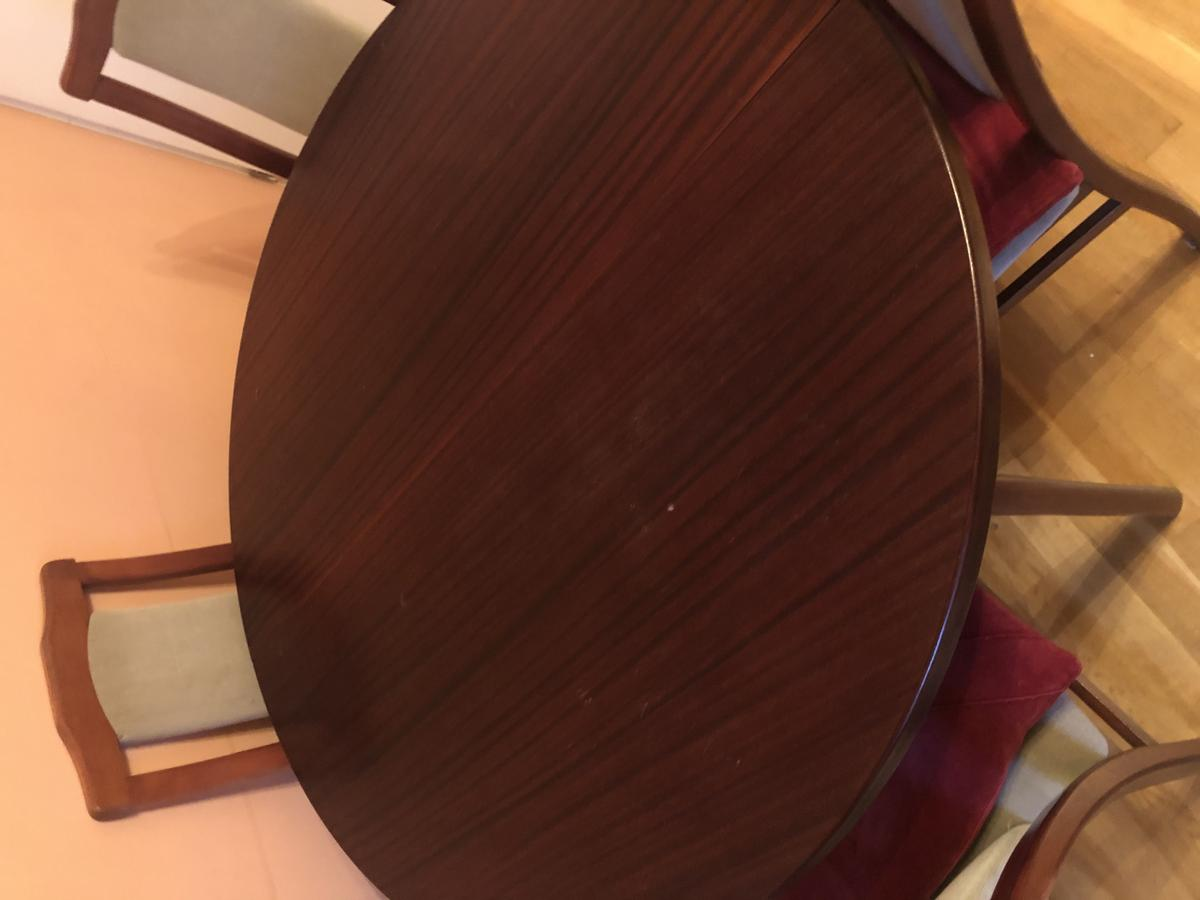 Dining Table With Four Chairs In Se16 Southwark Fur 40 00 Zum Verkauf Shpock De