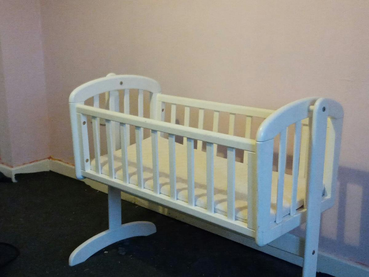 Hardly Used Swinging Crib Mattress Is New In B78 North Warwickshire For 30 00 For Sale Shpock
