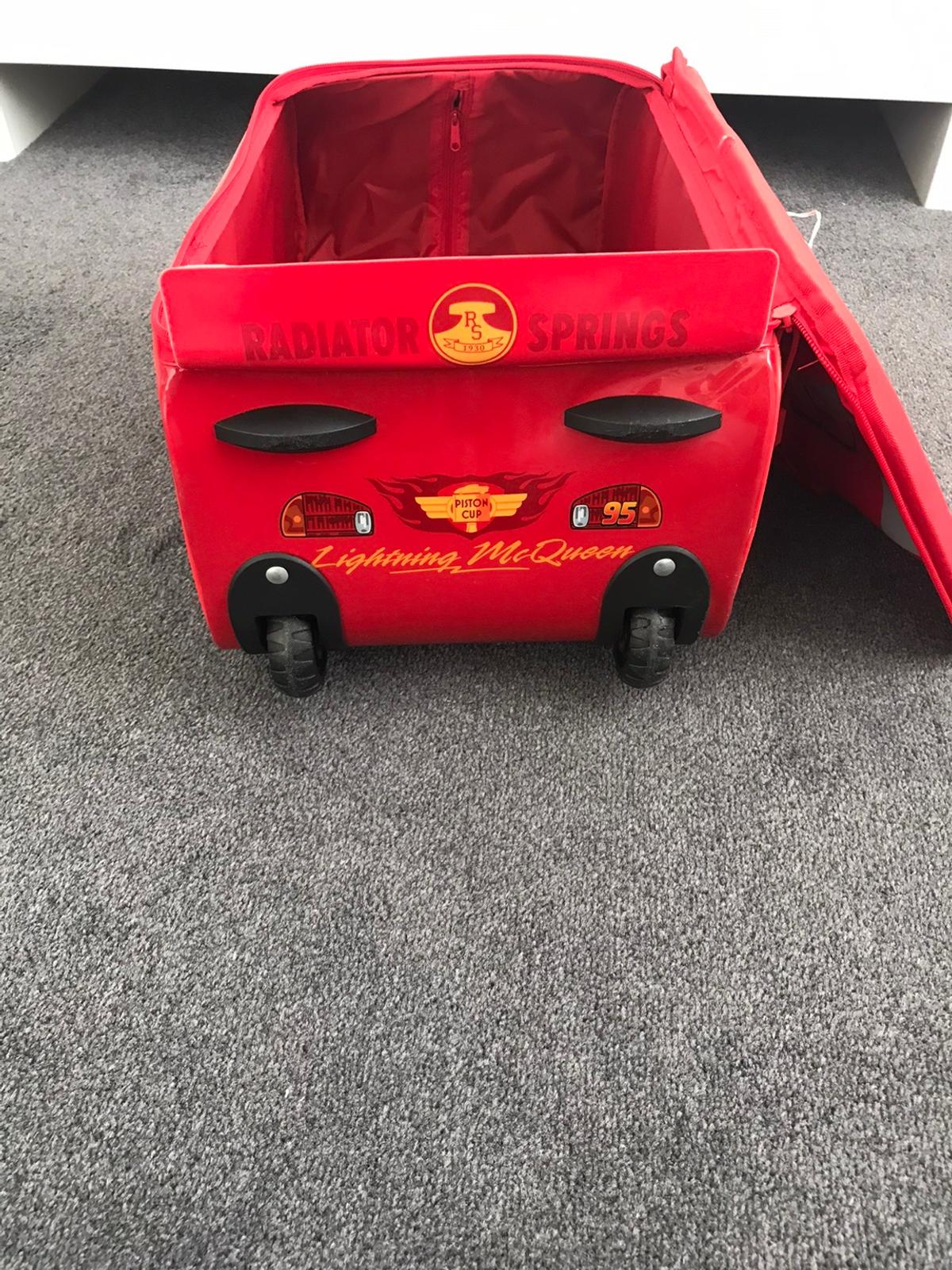 Disney's lightening McQueen rolling case, lovely condition only used twice