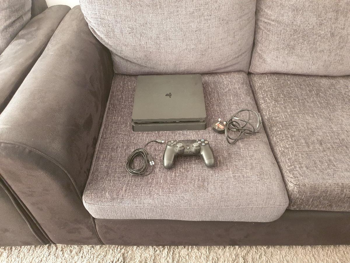 playstation 4 with 24 games very good conditions