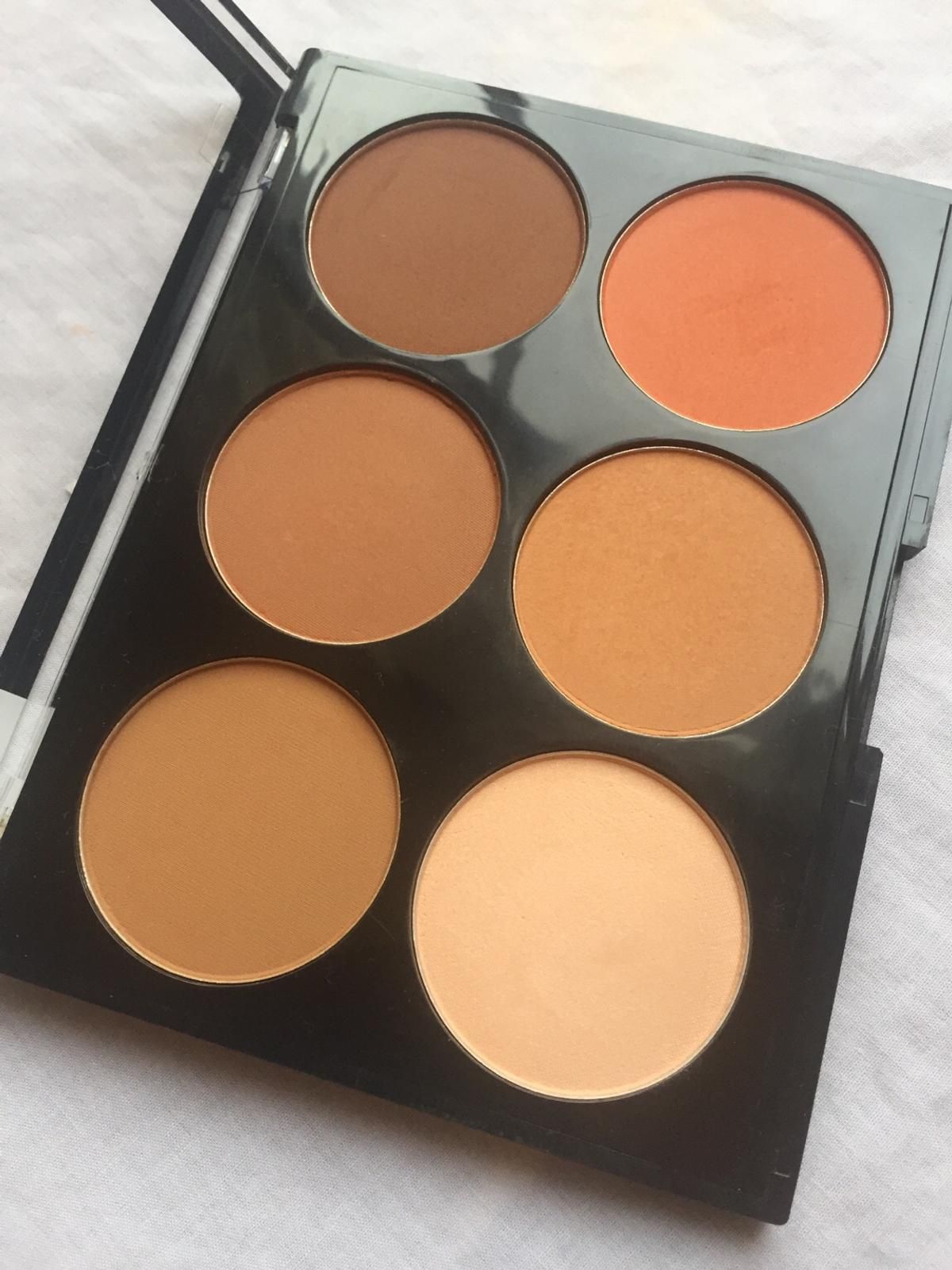 £5 Each (no half price offers please 😊)  Nip + Fab Contour Palette Shade: 03 Dark  Elizabeth Arden - Flawless Finish Cream Foundation Shade: Honey Beige 09  Products have only been swatched Very good condition No returns please
