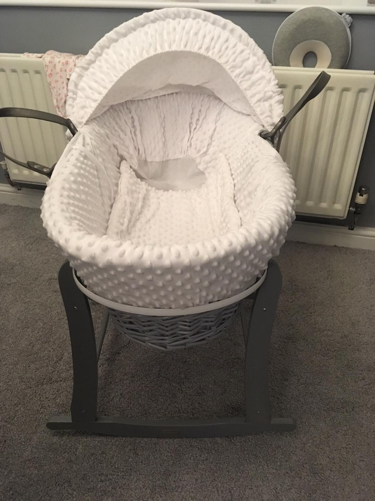 Clair de lune Moses basket with puggle stand. NO Mattress but it's recommended to always use a new one. Good condition a few little scratches on the stand from moving around.