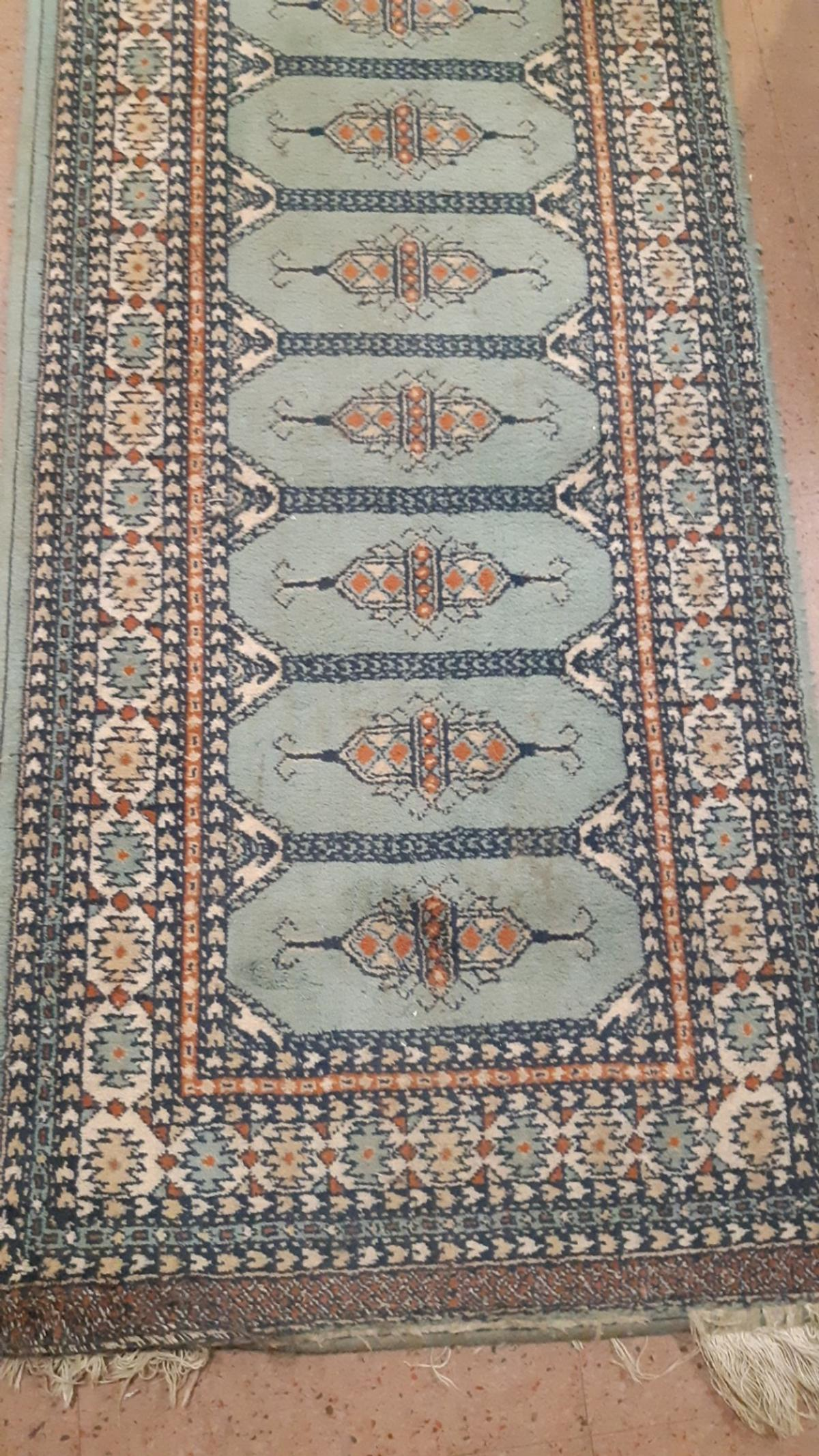 hallway rug 3 mtrs quite thick and hard wearing easy to clean