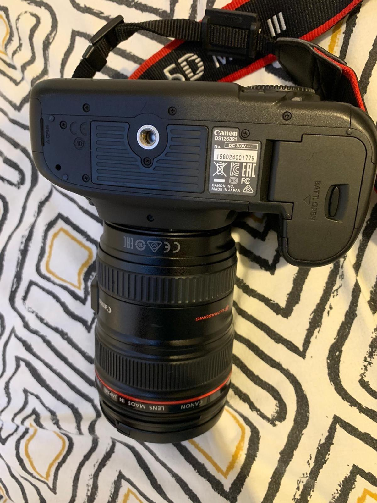 Canon camera EOS 5D Mark III It is in really good condition as a new.