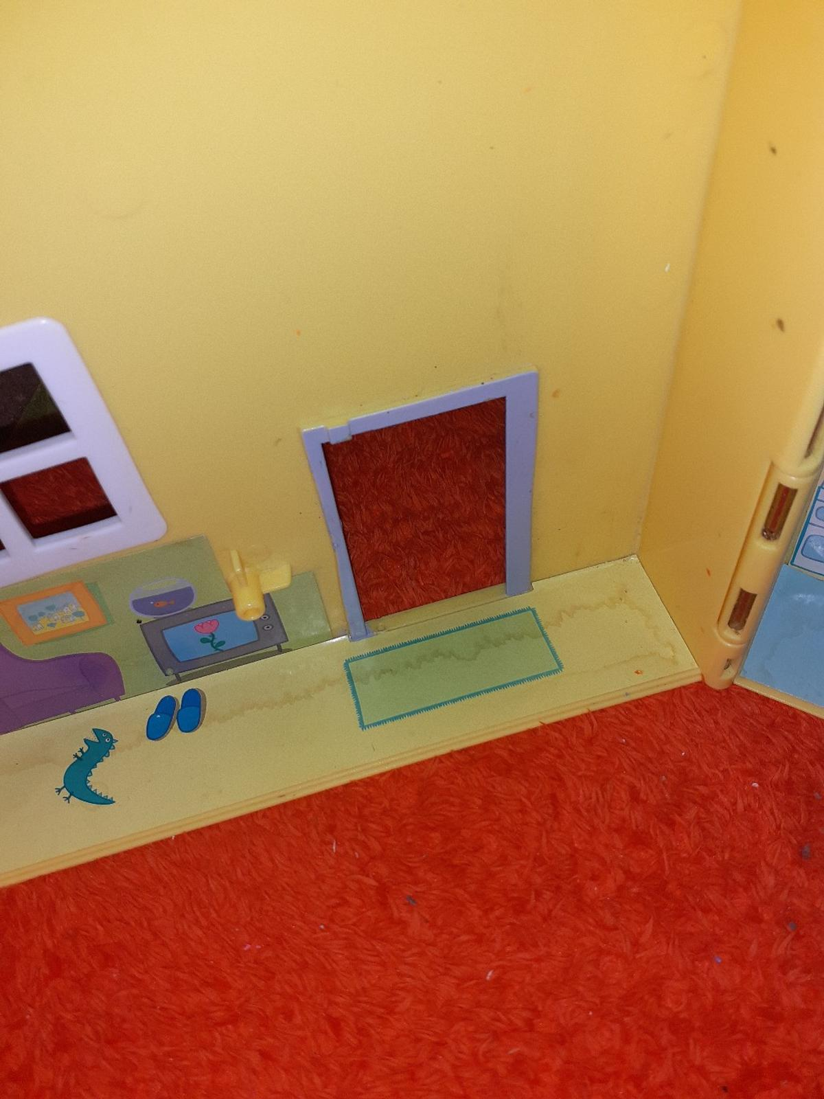 peppa world  there is a door missing shown in pic  in shops at 35 pound