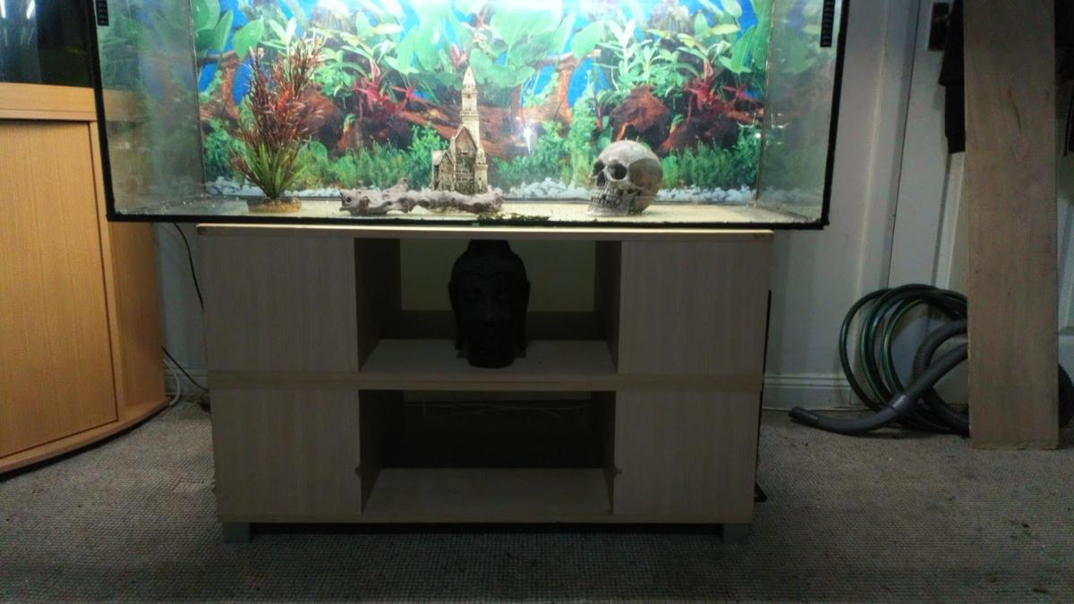 Comes with x2 new lights, ornaments, heaters, stand. Sorry but item is pick up only.