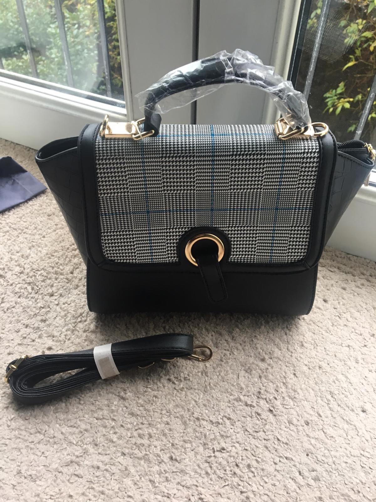 Handbags bargain at £9 each one I do not save no tym wasters will deliver for small petrol price brandnew we do not lower our prices pls do not ask thankyou