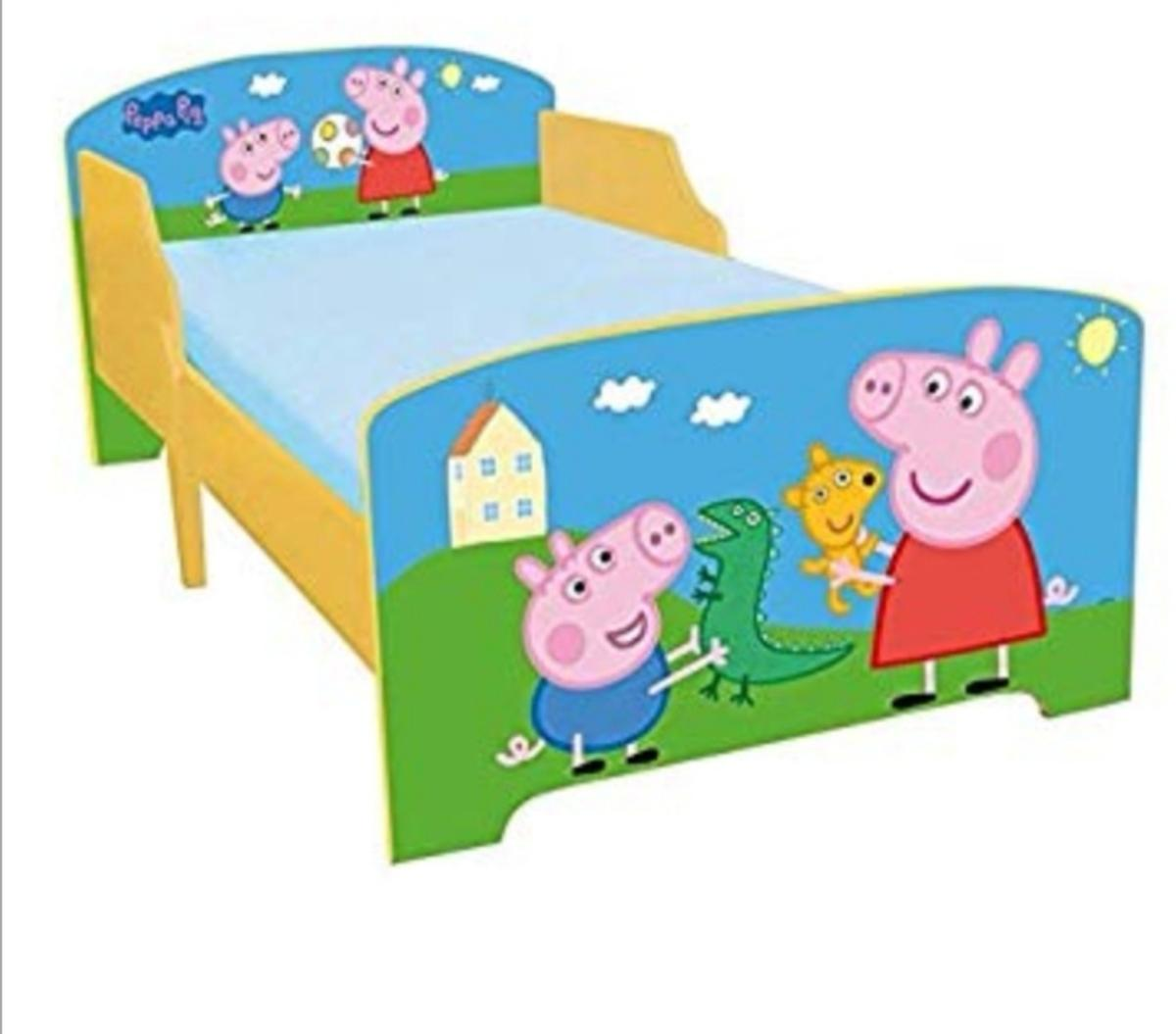 Peppa pig toddler bed with mattress in mint condition £40 ono