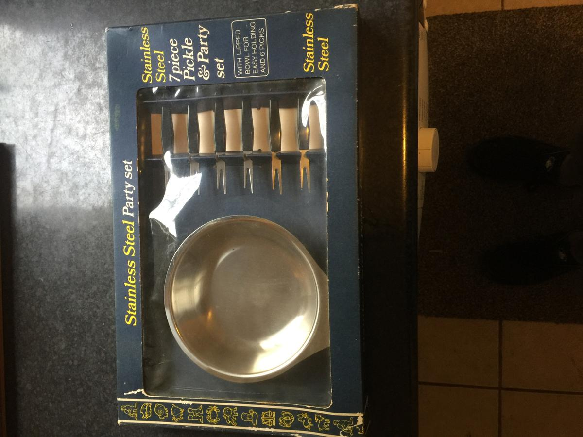 7 piece pickle party set brand new