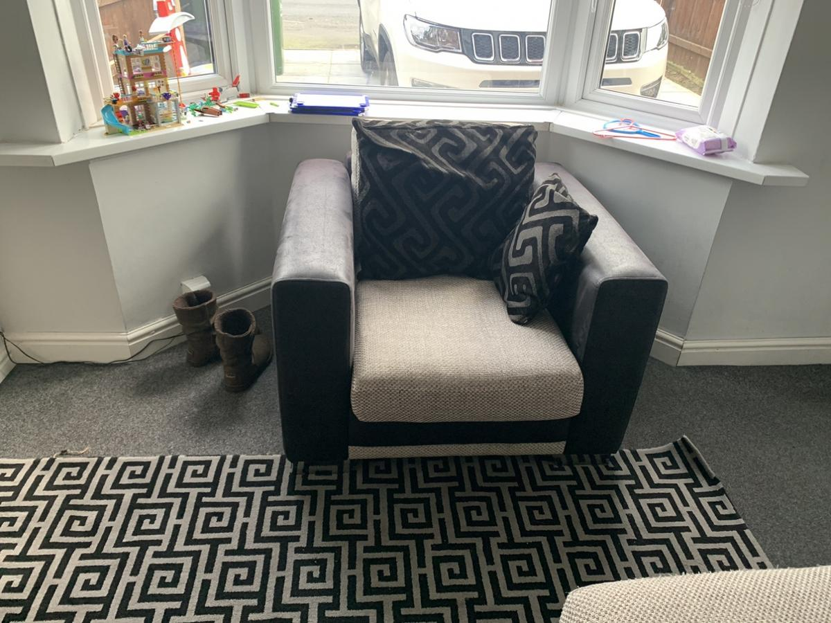 Very comfortable corner sofa just need smaller one Also comes with foot stool