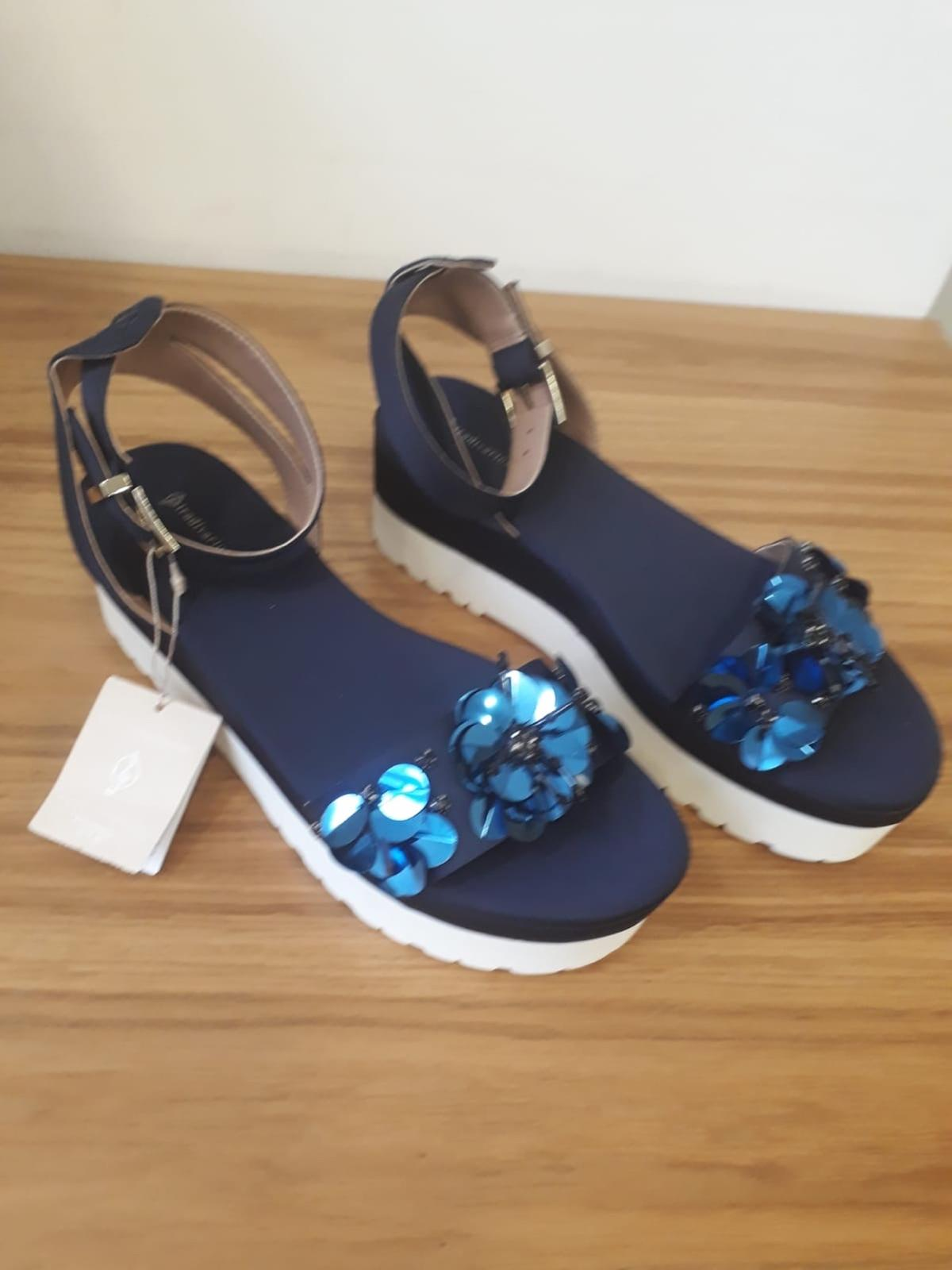 A brand new pair of Stradivarius Navy Sandals with blue sparkle flowers on front. Solid white sole and heel. Size 6 (39). Price £12ono Never worn
