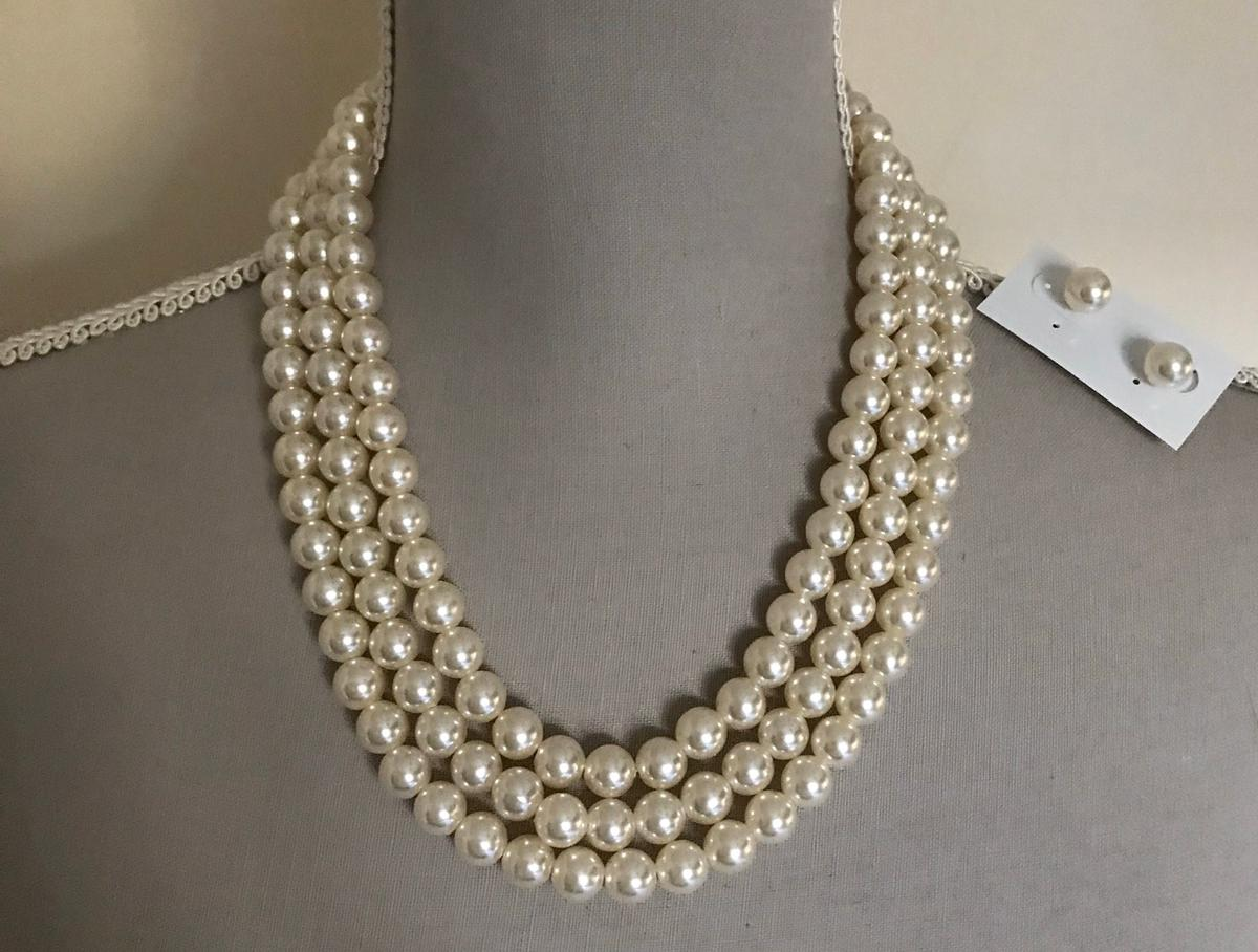 BY SETA FINE JEWELRY. ALL NEW IN BOXES. 1x 3 BEADED PEARL NECKLESS & EARRINGS 1x SINGLE PEALS NECKLESS 1x ROYAL PEARL NECKLESS 2x CHUNKY PEARL NECKLESS