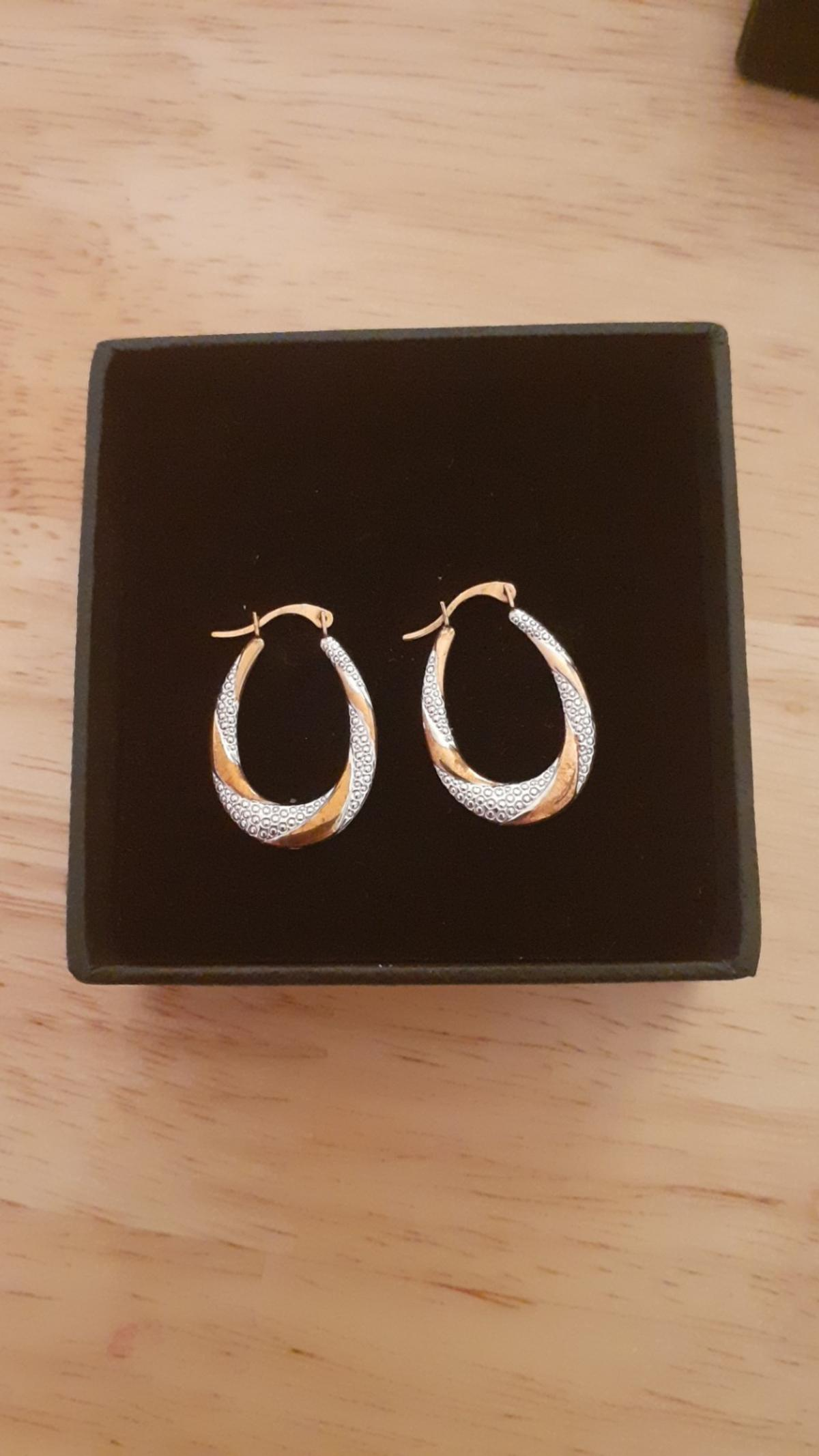 gold earrings present for Christmas but thay were to old for my daughter