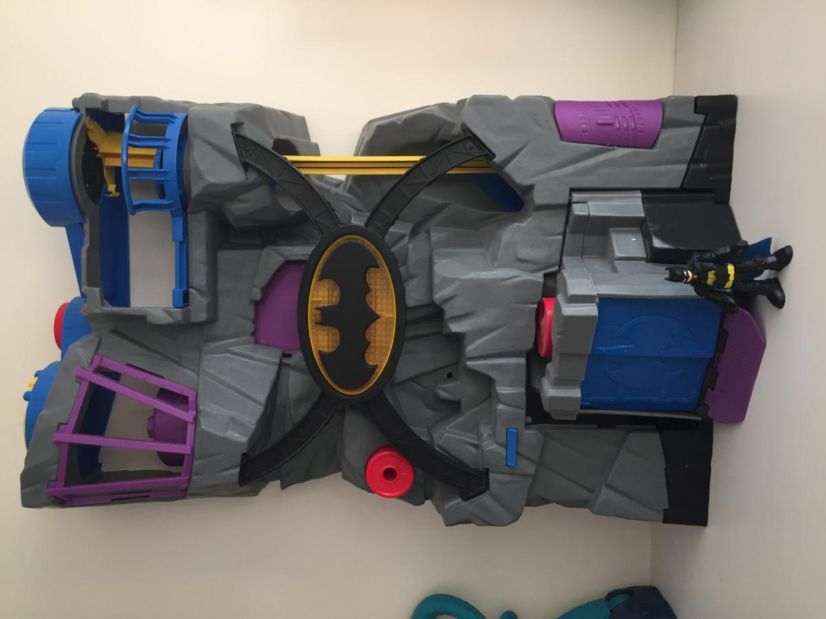 Large imaginext bat cave with figure, weapons and accessories £18