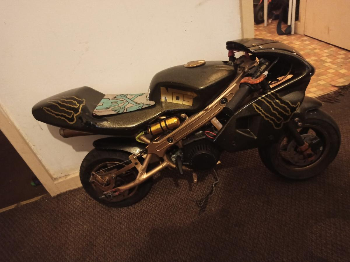 49 cc mini Moto black n hold monster energy stickers boost bottle starts first pull jus needs a split link for chain
