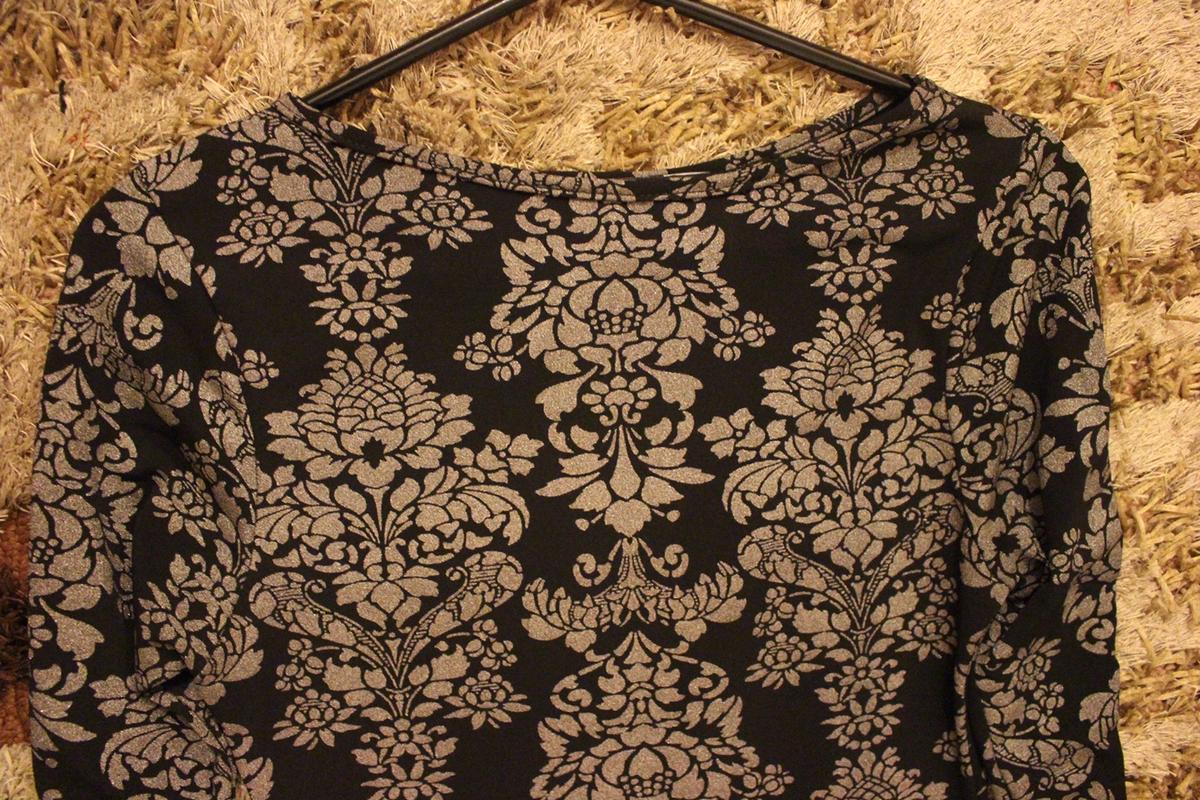 Floral dress Perfect for special occasions Will fit someone who is a size 8 or 10