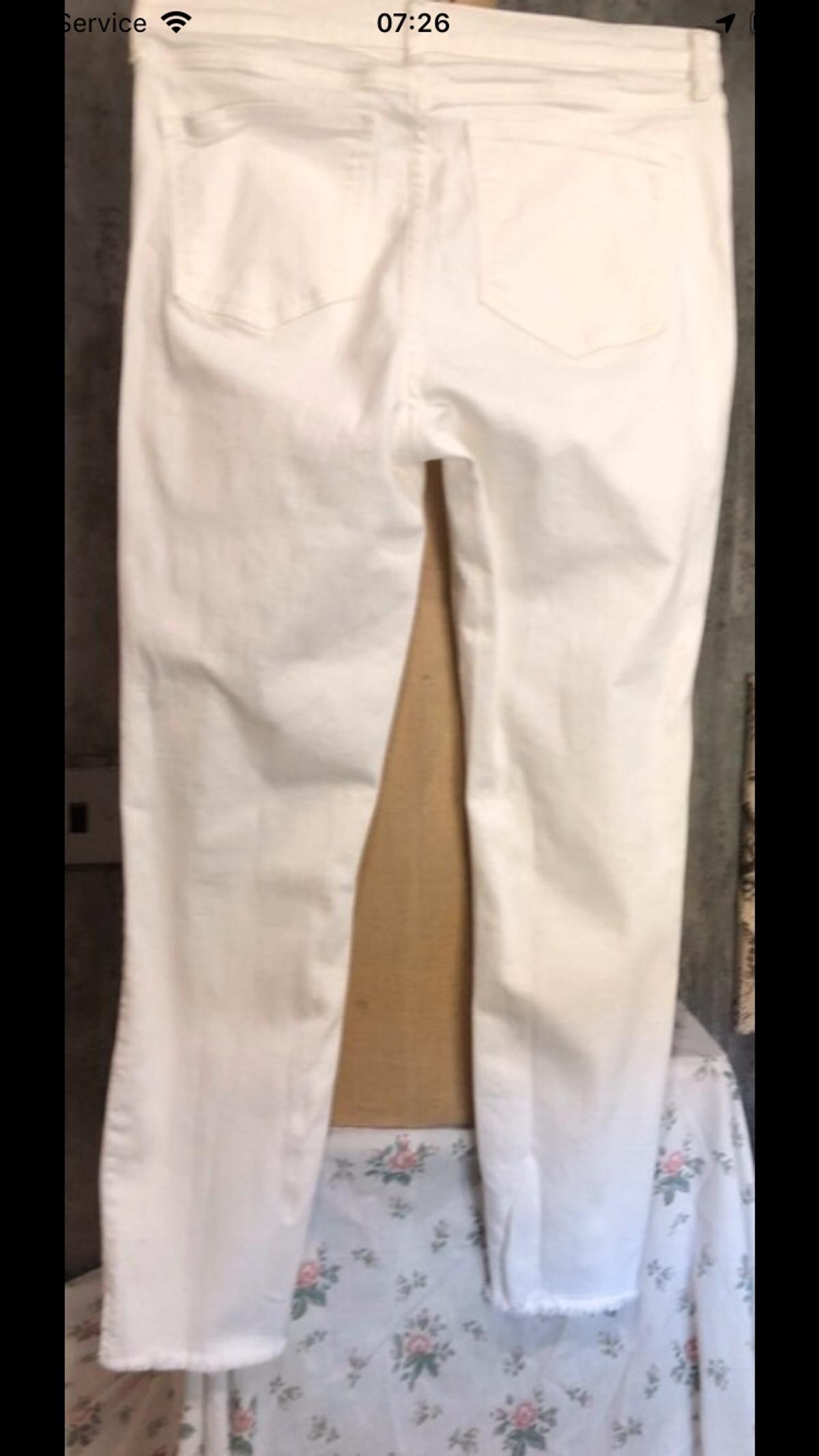 """Ladies size 14 white ankle grazer jeans by River Island, the inside leg measures approx 26"""" and the waist measures across approx 15@ (30"""") Postage costs £3 #river_island #size_14 #white # ankle_grazer #ladies #jeans"""