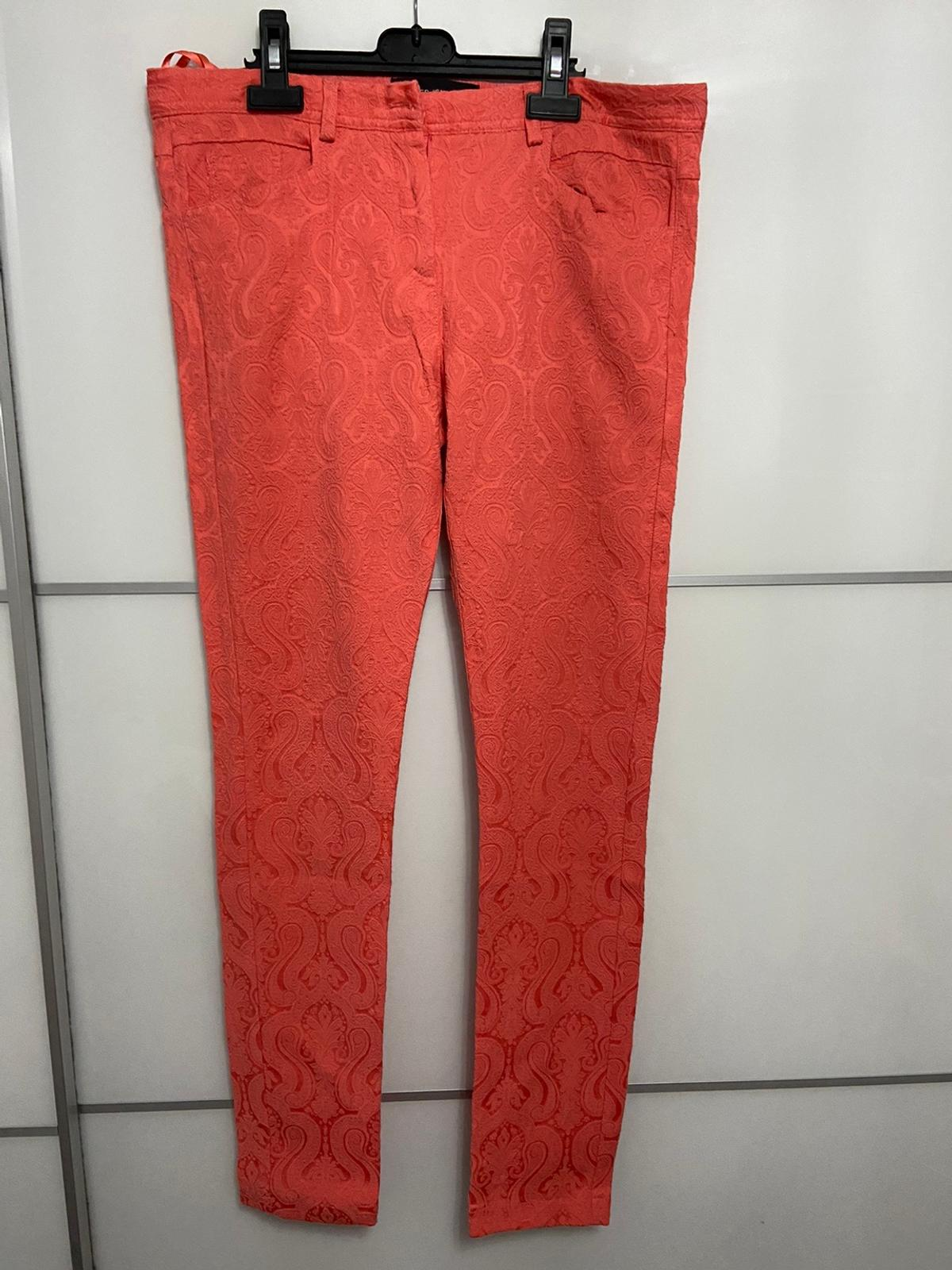 The colour is more coral/pink in real life, the photos appear more orange. Button on inside, however the button on outside has come lose Has front and back pockets  ALL MY ITEMS COME FROM A CLEAN NON PET NON SMOKING HOME ...  CASH ON COLLECTION  NO RETURNS
