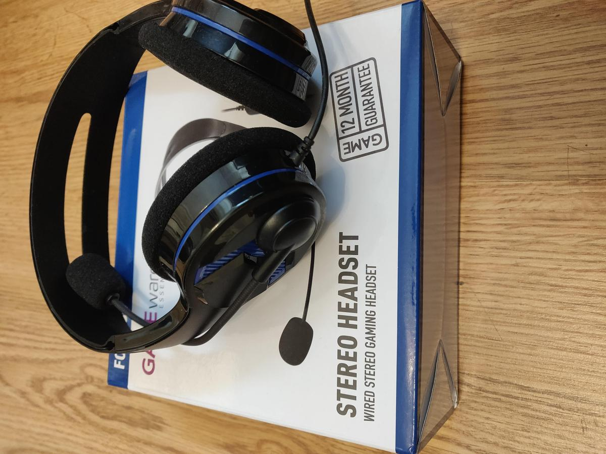 PlayStation VR headset with original packaging and manuals, headset/controller stand, box and wires, camera, 2 games- resident evil biohazard and astro bot rescue mission and headphones. No refunds. Collection only. Email for more information.