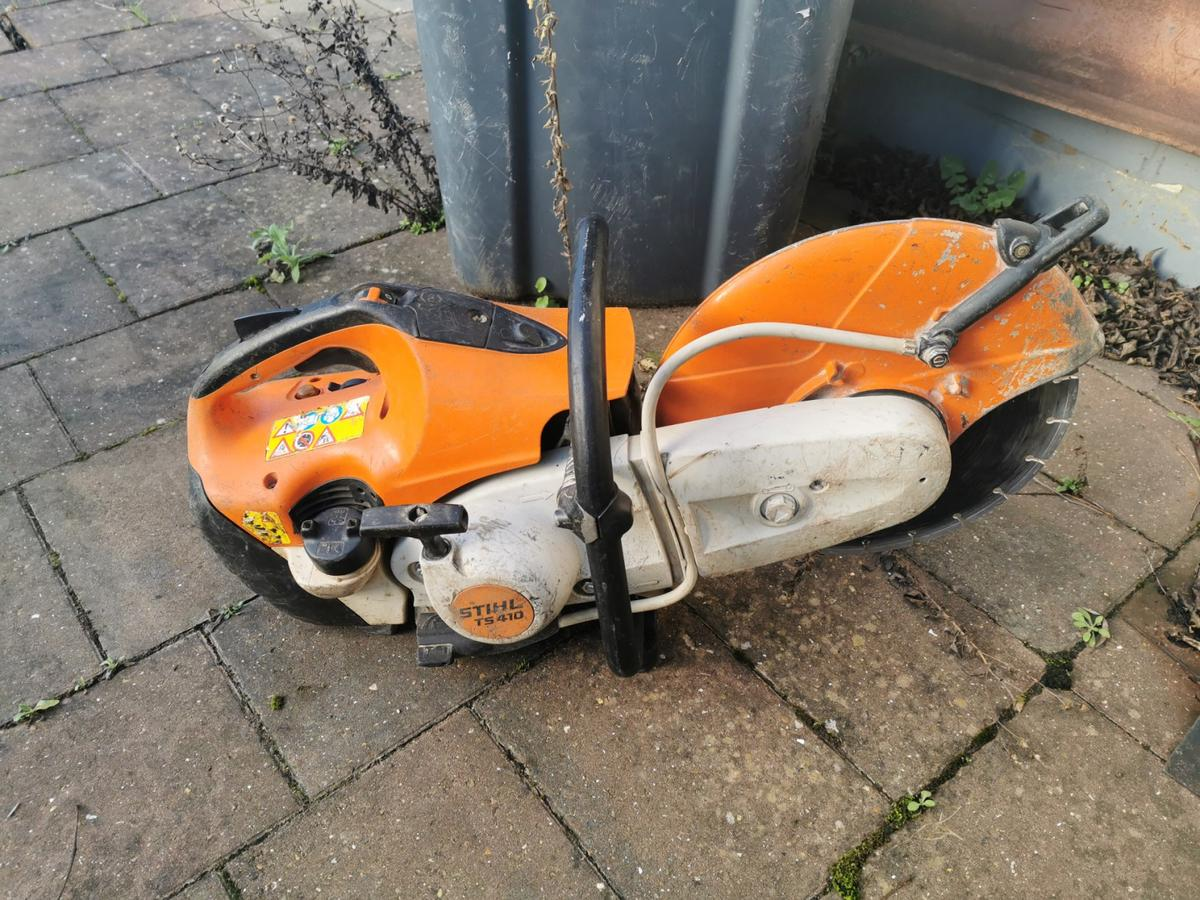 For sale is a stihl Ts410 disc cutter complete with diamond disc. It has been serviced and ready for working. It is a used machine so no returns or warranty.