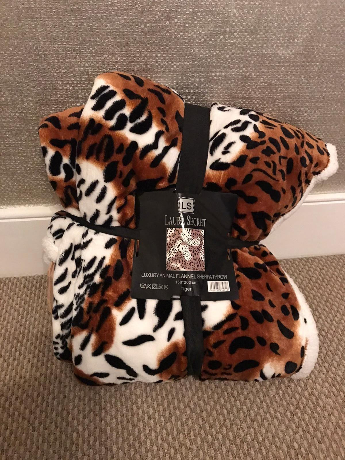 Brand new tiger print blanket by Laura secret Measures 150 x 200xm Lovely and thick material Pick up only