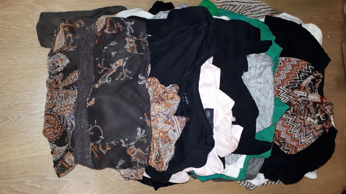 3 boxes of lady's clothes sizes 6and 8, some clothes never been worn, some with tags , dress from Jane norman still with tag £45, dresses from h&m new , jackets , tops , sweaters , trousers , skirts, shorts, leggins , bikini top and bottom,scarfs, hats,around 200 items together