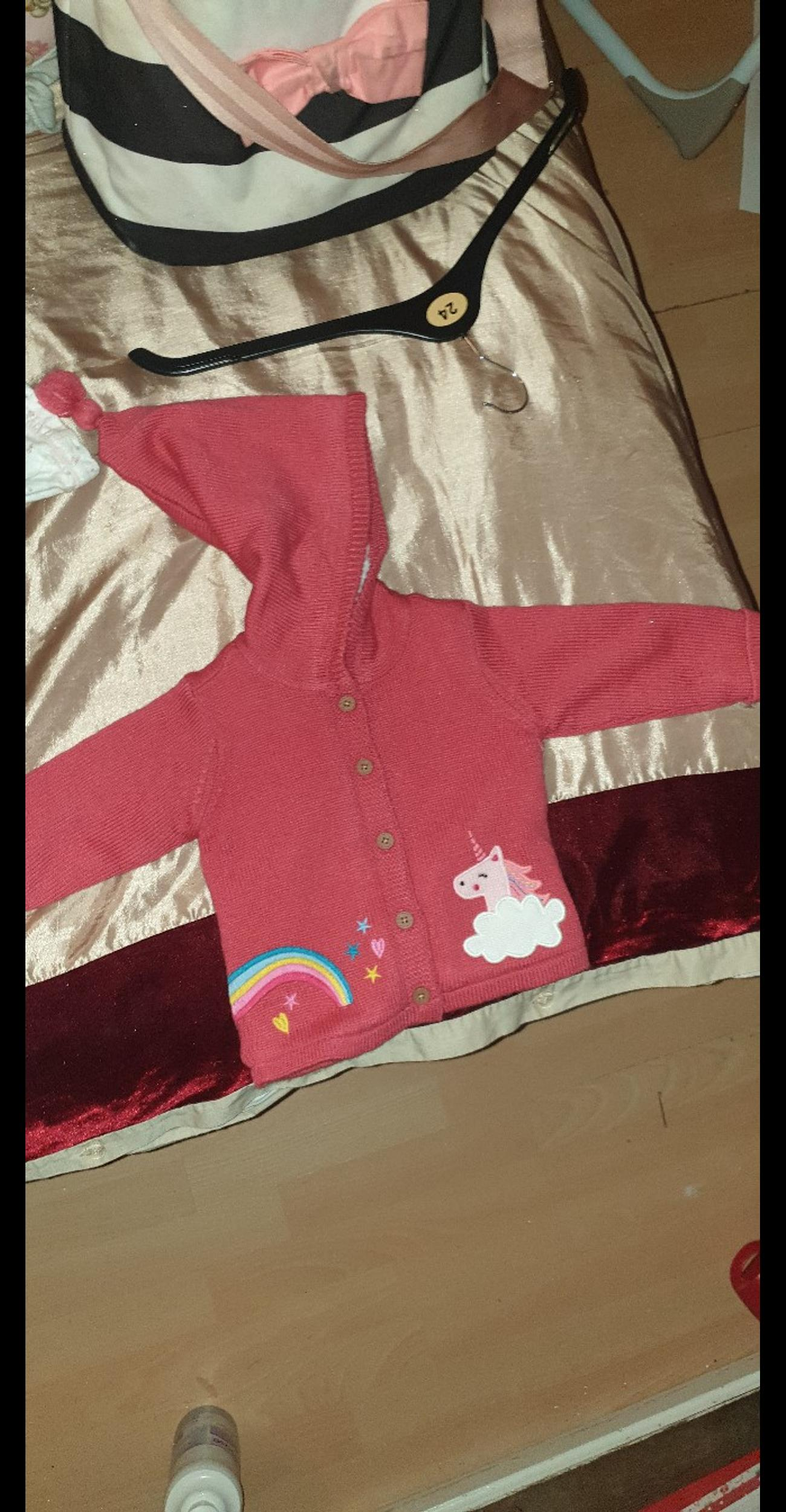 baby girl cloths all good condition.