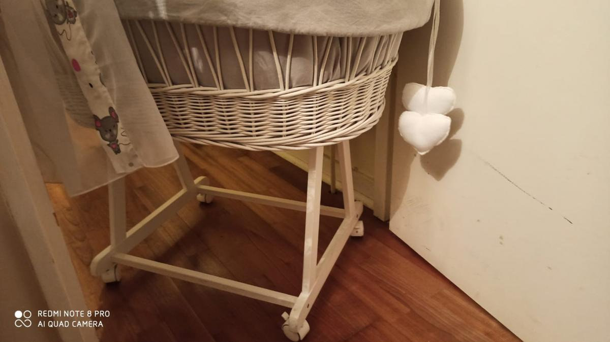 moses basket with weels very comfortable as you can move it in any room and this was very useful to me, it is handmade and costumized with weels