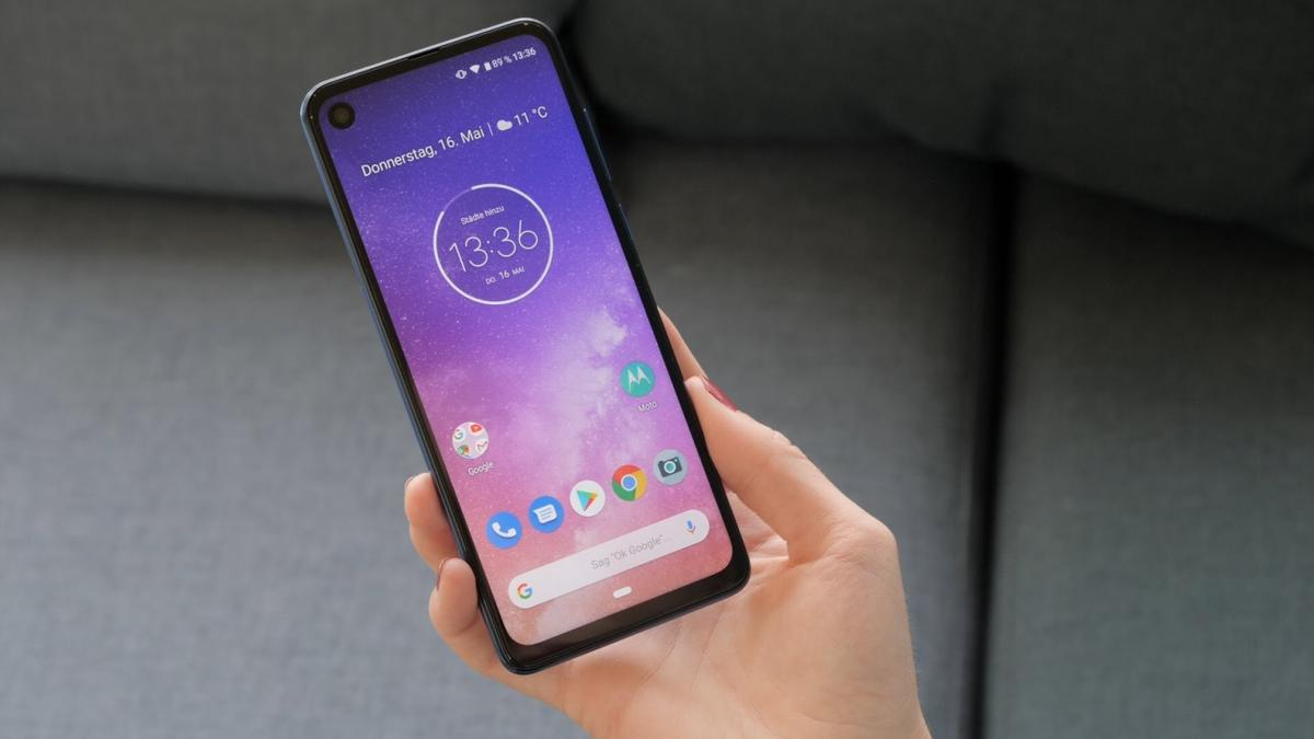 Wie neu, max 1 Monat in Verwendung gehabt, wurde allerdings vor 6 Monaten gekauft. Amazon Preis 299,--  Motorola One Vision Dual-Sim Smartphone (6, 3 Zoll Display, 48-MP-Sensor, 12-MP- + 5-MP-Dual-Kamera, 128 GB/4 GB, Android 9.0) Bronze