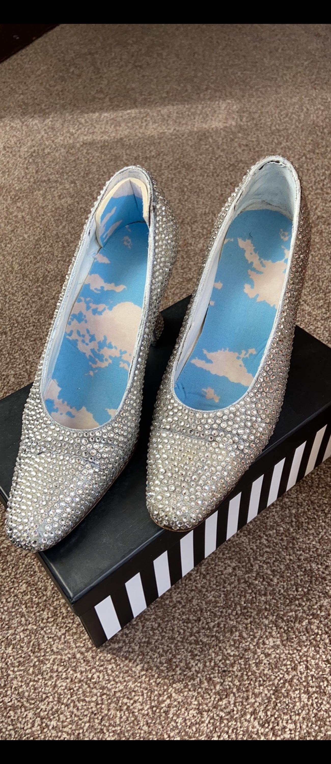 These shoes are fully customised with over 2000 Swarovski crystals and were used in a local Hertford panto a few years ago,hence the inside lining/insoles Size 4.5 Collection Hertford