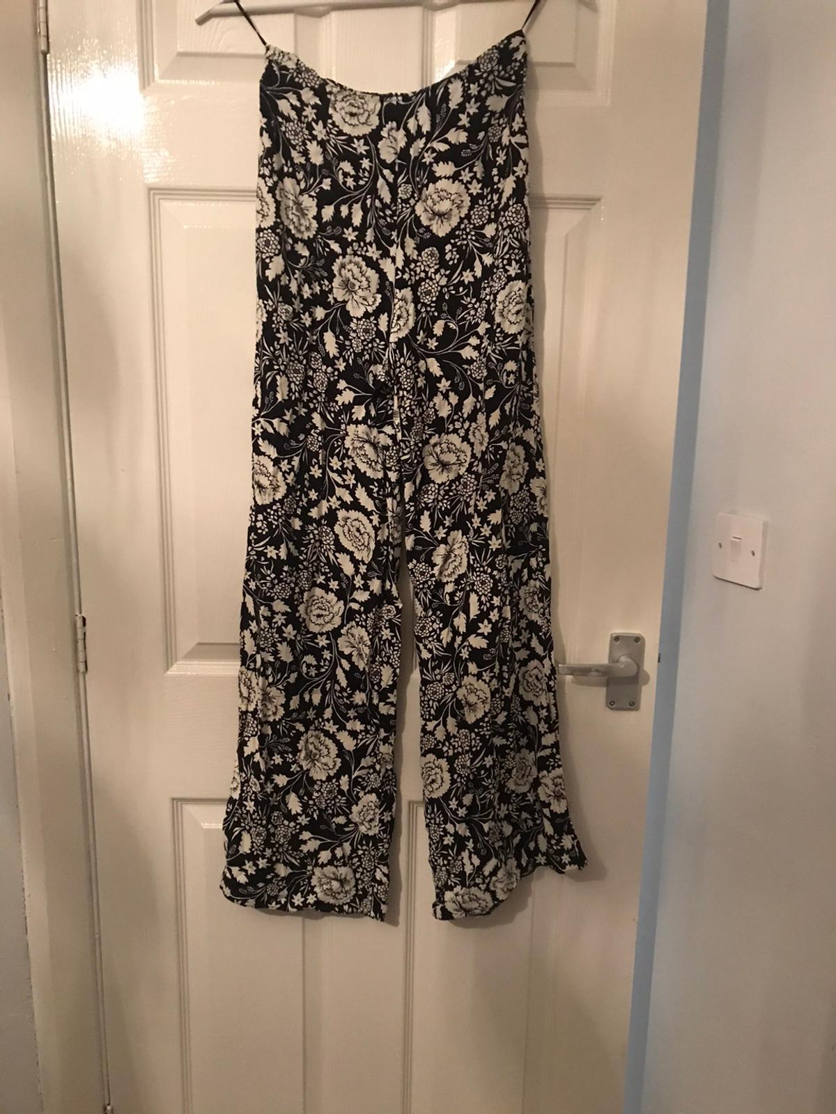 Black and white flower design Light feel trousers High waisted Worn once