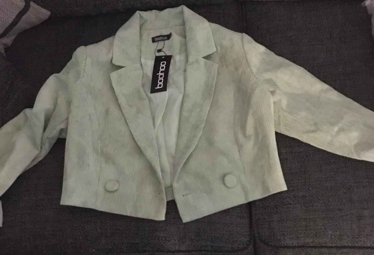Women's boohoo cropped blazer in teal. Size small.
