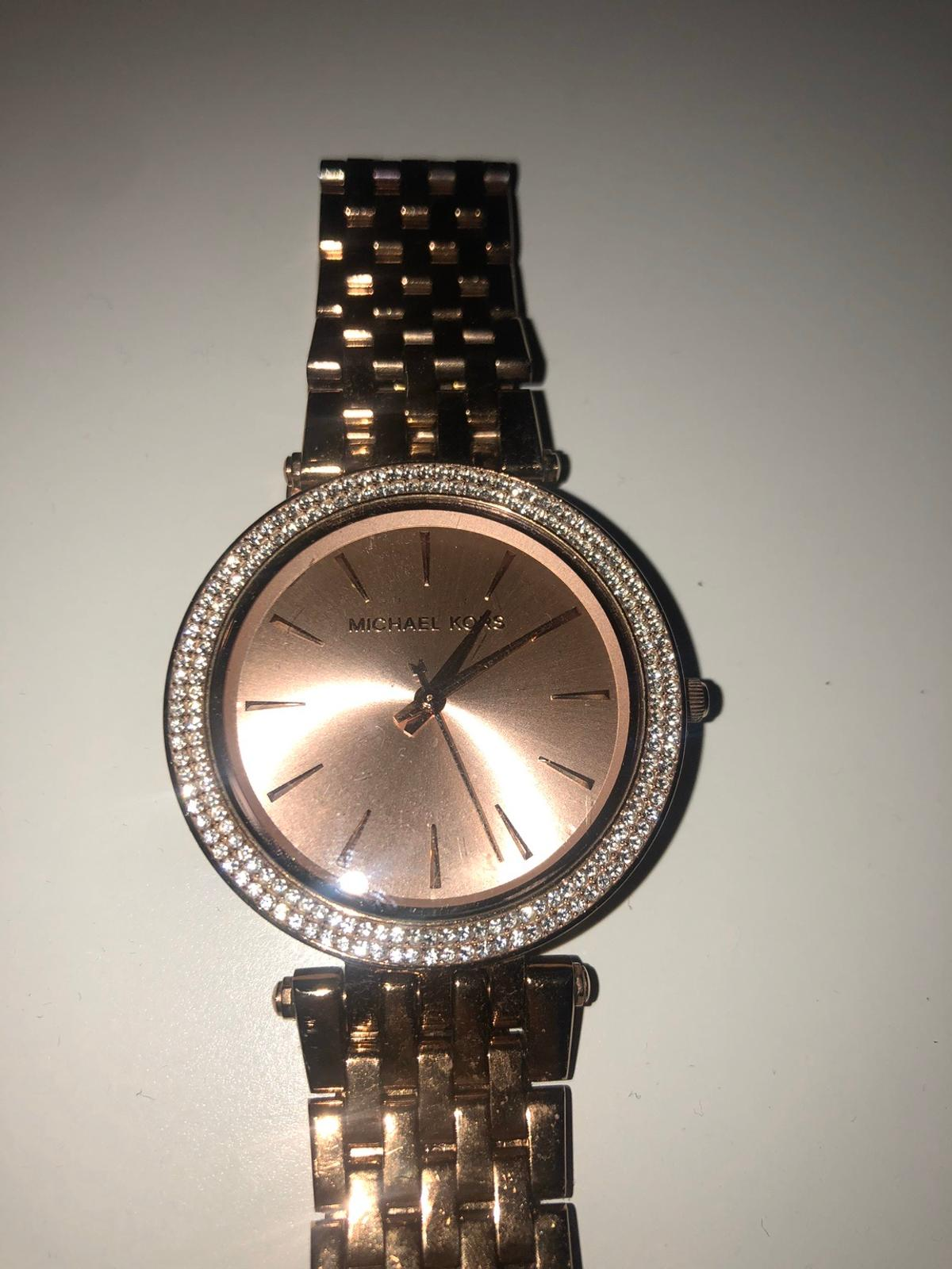 Genuine Michael Kors rose gold ladies watch in good condition. No box and battery needs replacing.