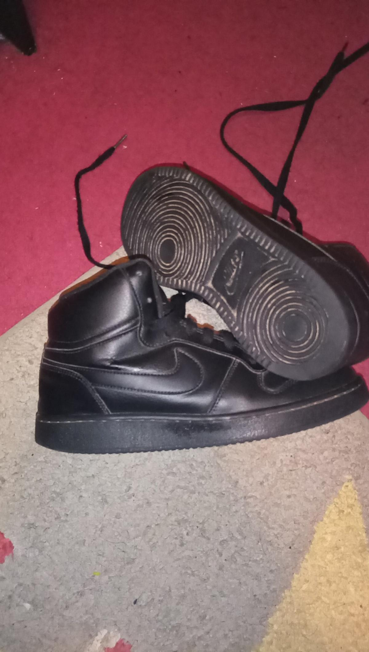 Nike Black hightops good condition Size 6 doesn't come with box Paid £60 from sports direct so want £15 Collection Tipton. Can deliver locally for £2