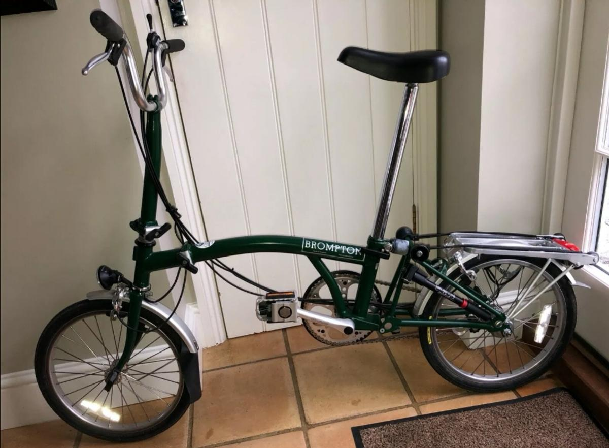 Brompton 3 speeds with dynamo lights and rack. Hardly used.