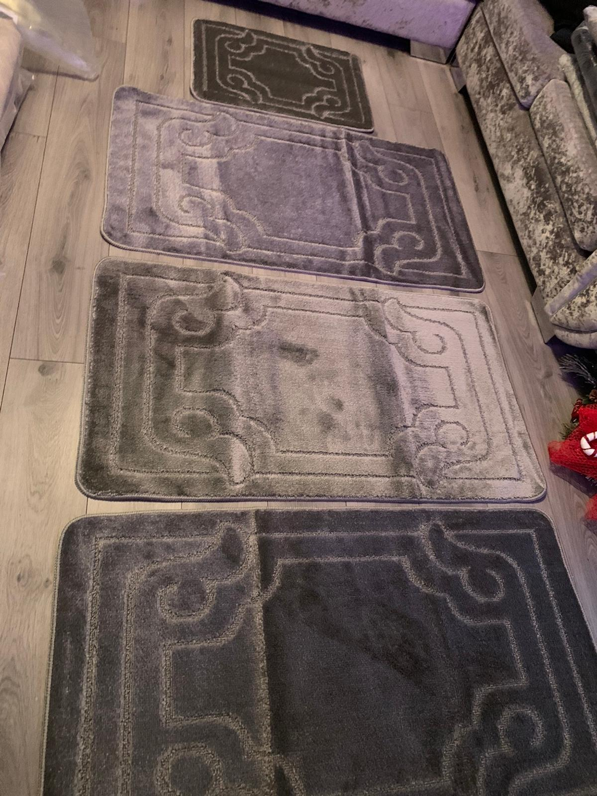 Sets of 4 washable rugs 3 mats and door mat £40 come in lots colours x