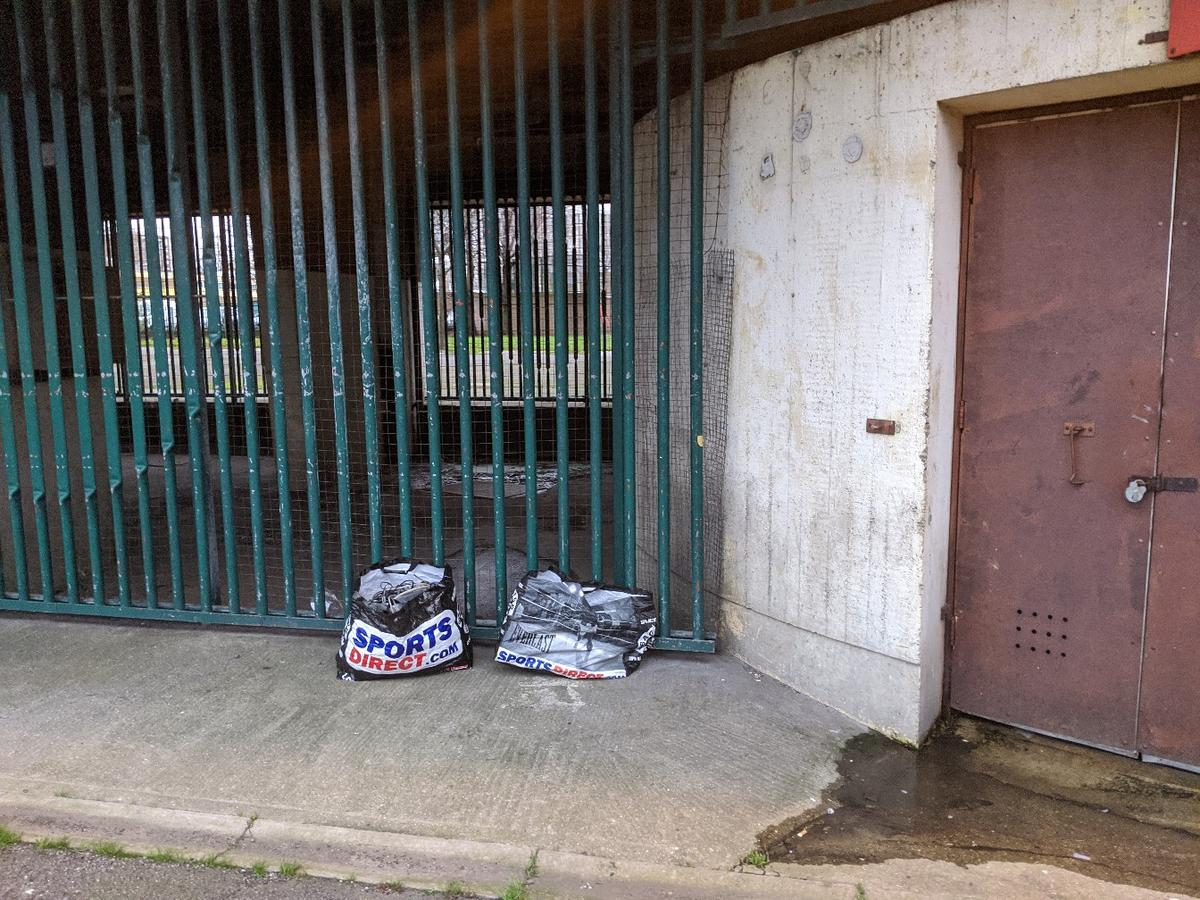 come collect free car jack's located in Lund Point Car Park, just off Carpenters Road. E15
