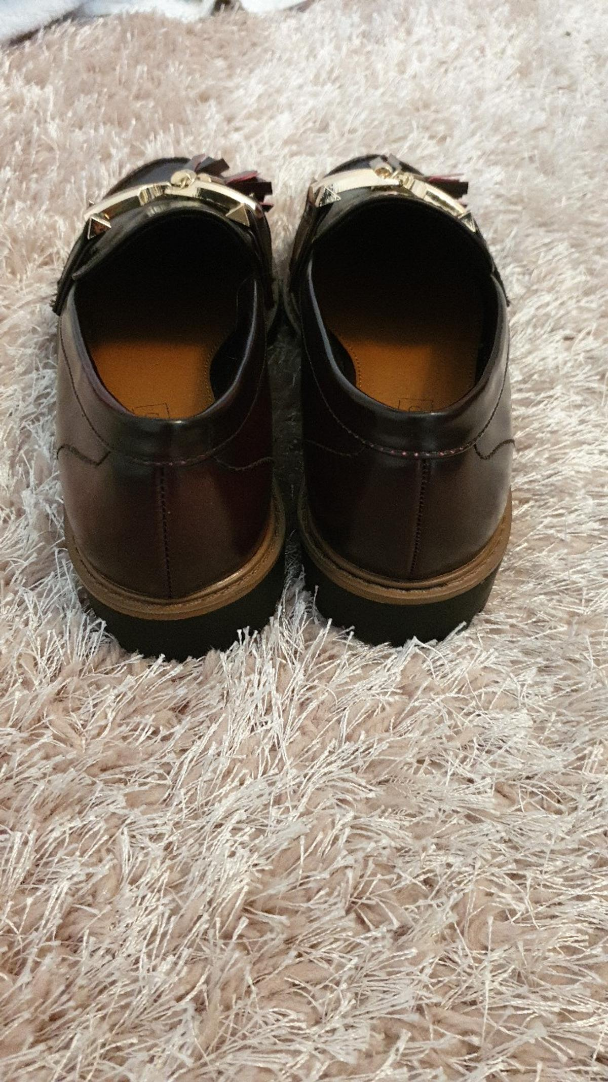 excellent condition wore for half hour for a job interview size 4