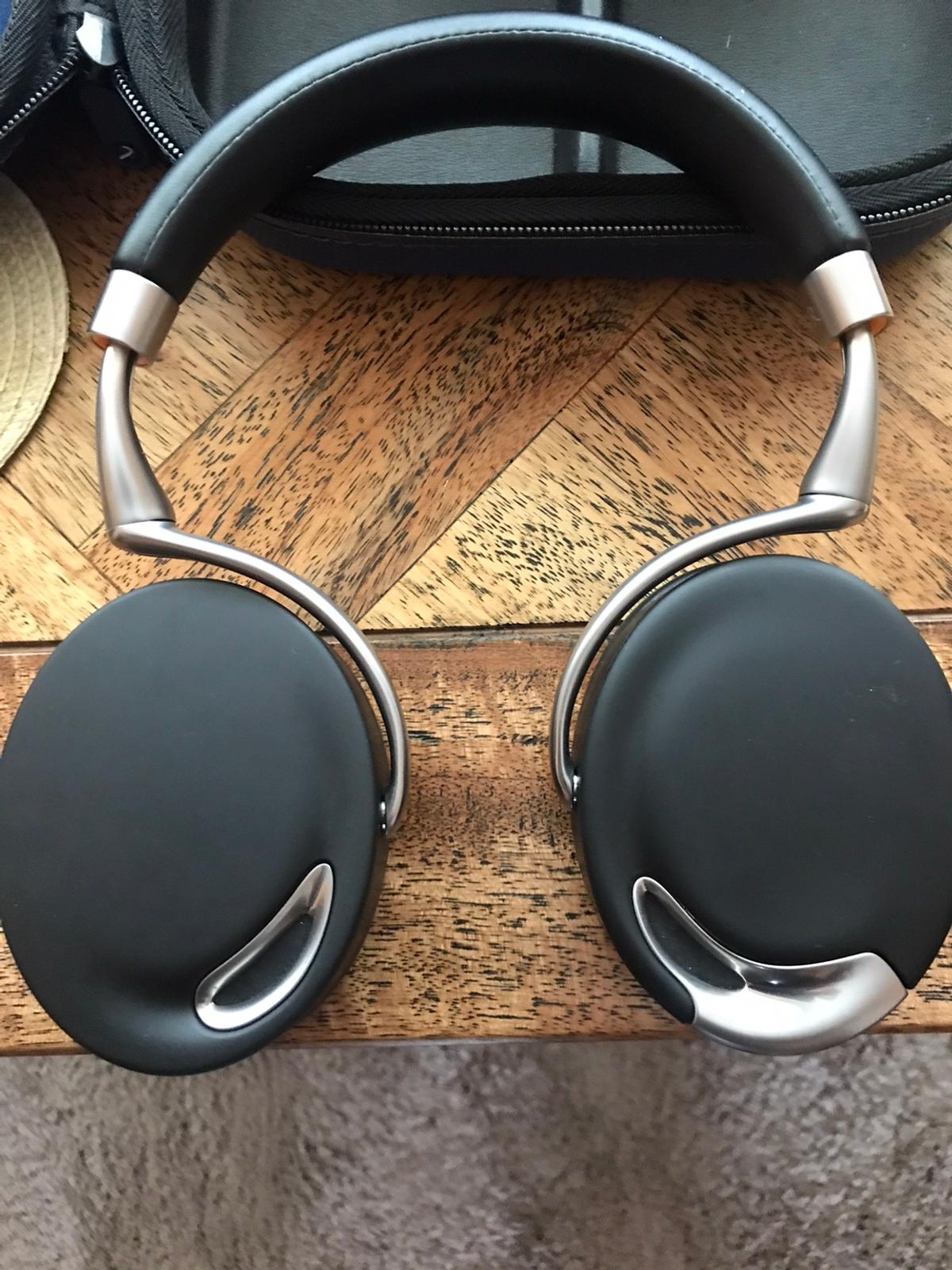 Parrot zic Bluetooth headphones fantastic quality& sound. Reason for sale upgraded no offers at this price