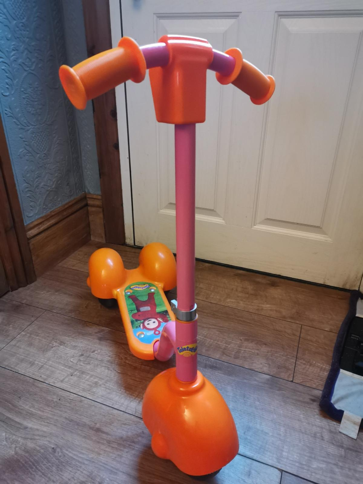 Plays music and sounds from the TV show There's a split in the front plastic wheel but could be glued? Viewing before buy is welcome