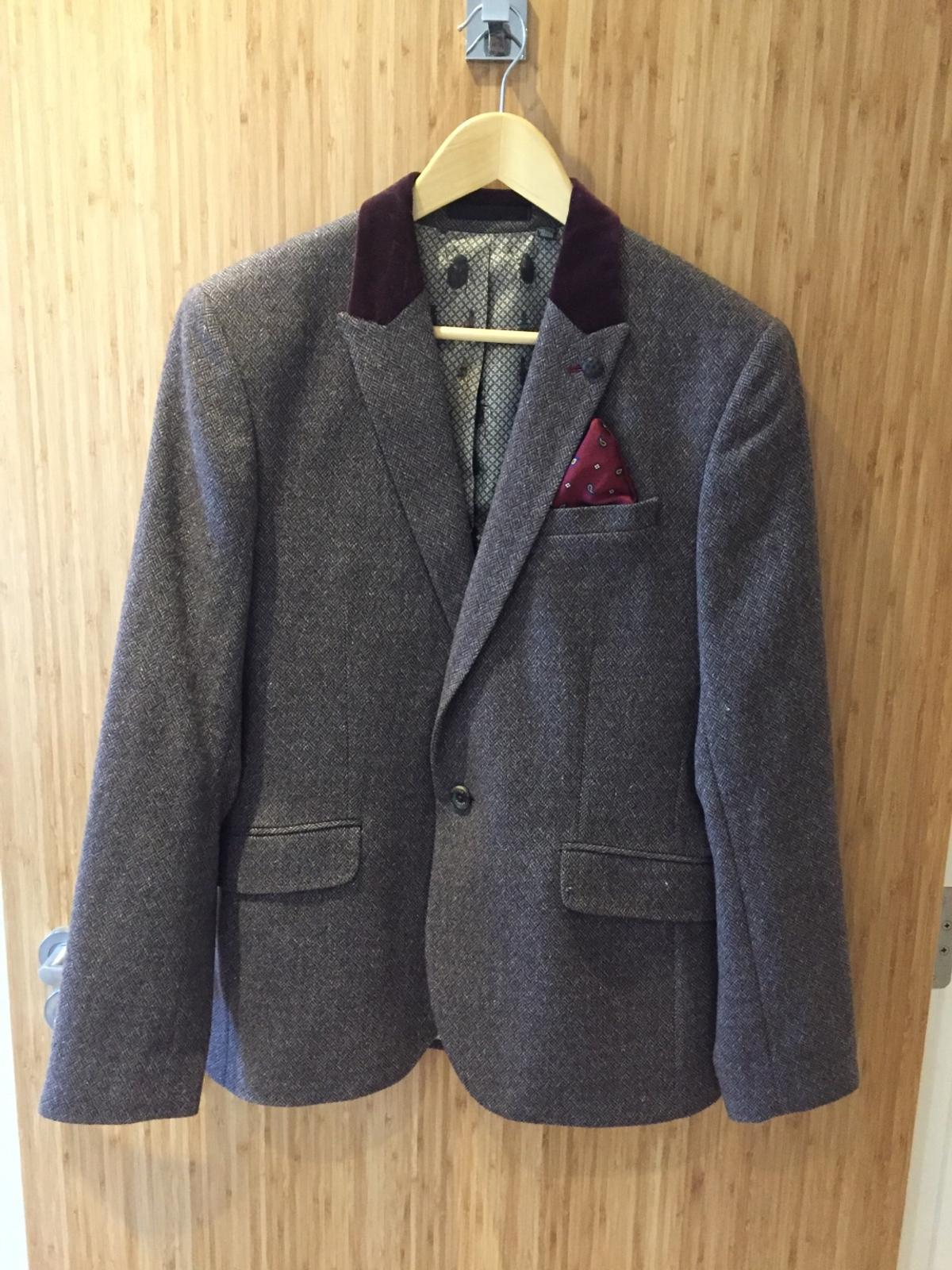 Brown wool men's blazer by Ted Baker. With deep red velvet collar and silk pocked square detail. Size 3. Good condition