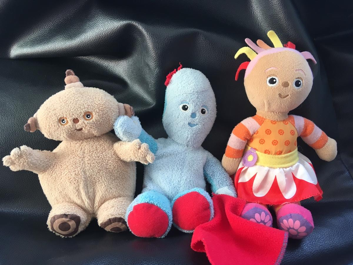 All 3 characters in very good condition. Washed and ready to use. From pet and smoke free home Collection from kt19