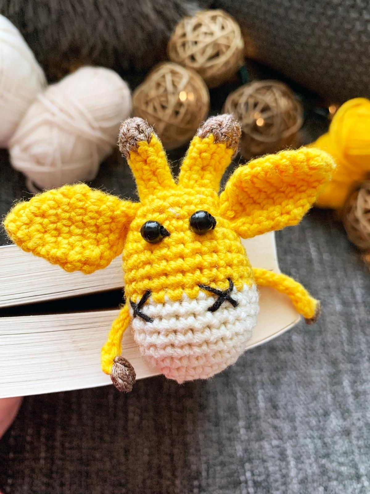 Crochet Mouse Bookmark - Free Pattern - DIY 4 EVER | 1600x1200