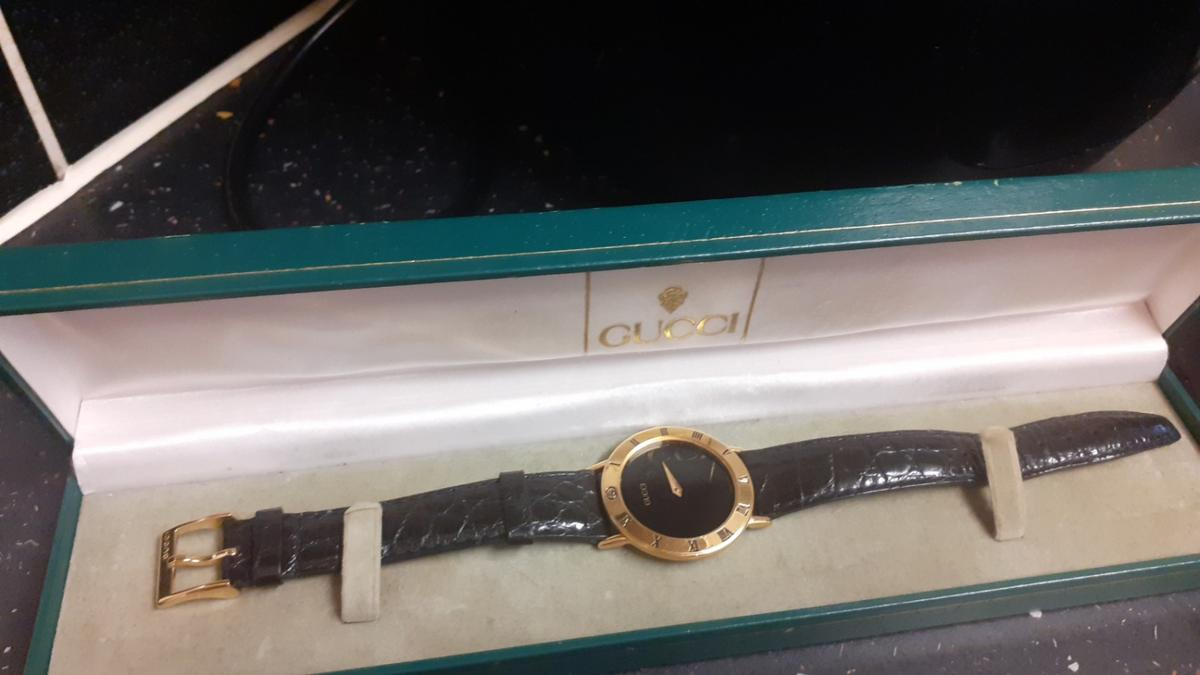 gucci woman watch need battery open to offeers