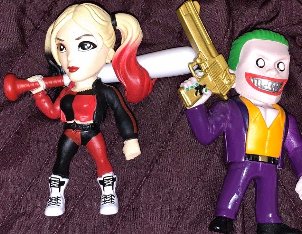Jada metals joker boss and Harley Quinn suicide squad die- cast figures. A bit of damage and a few scuffs, see pics