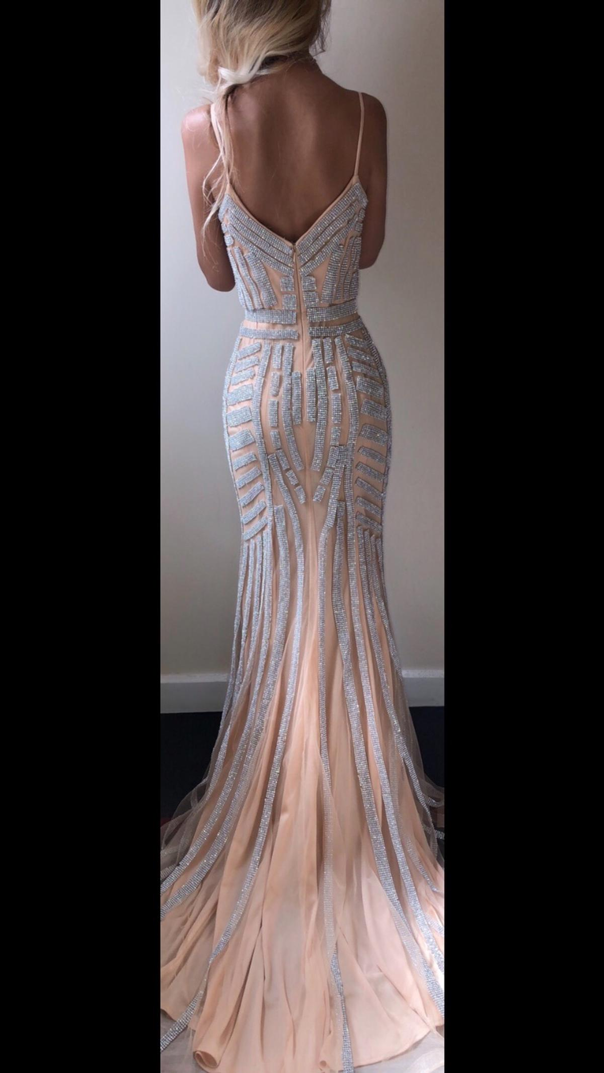Worn for a couple of hours so it is still in immaculate condition. Measurements: bust - 32/34 waist - 24/26 hip - 34/36