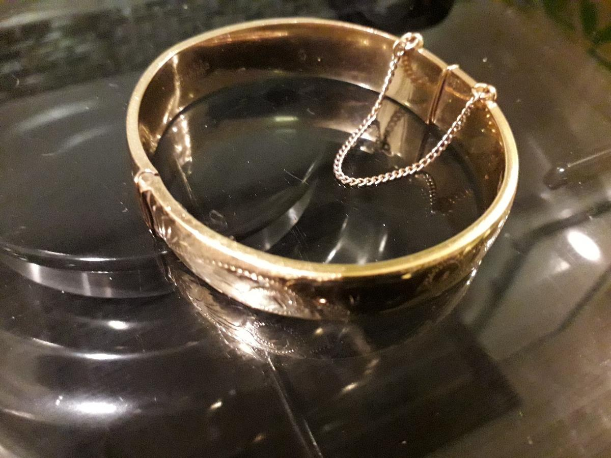 vintage rolled gold bangle. collection only.