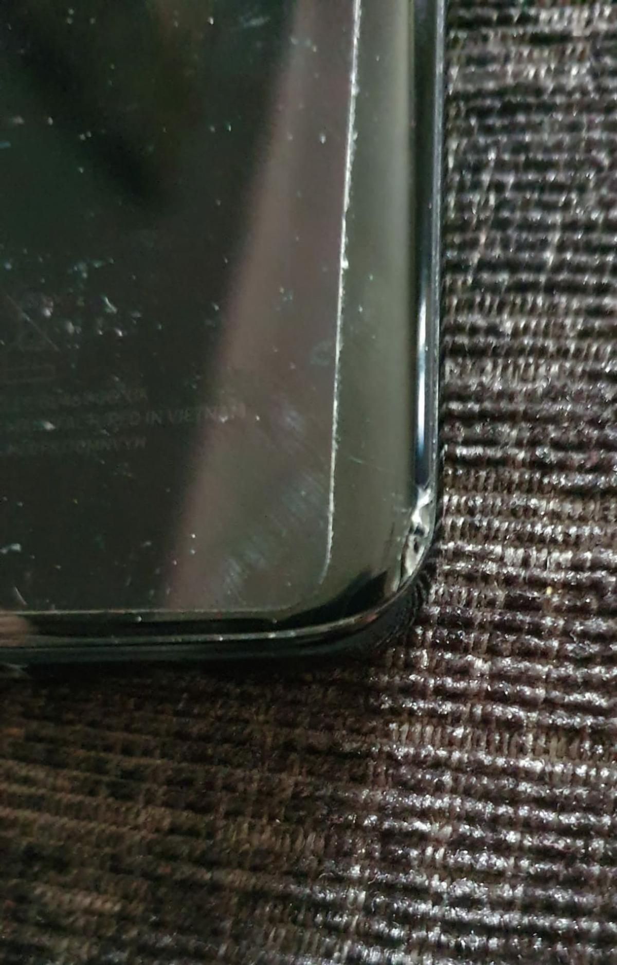 I'm selling my S8 due to upgrade. Been looked after very well. only noticed the chips on the back when I took the case off for the photo ☹ Doesnt effect the phone at all and could prob buy a new back. Full working order would have happily kept it if my upgrade wasn't due. I have the orginal box and charger. still got the cellophane on the back from when I originally bought it.  No silly offers