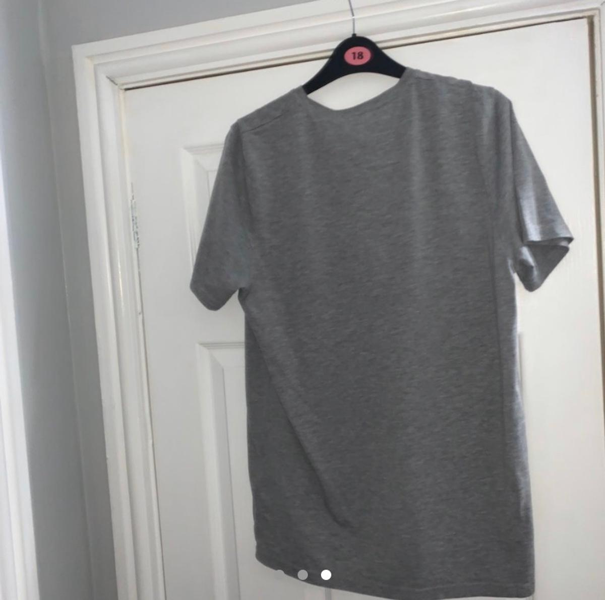 Brand: Dsquared Condition: 9/10 Size: XXL (very small fit) Fits: Medium/Large Price:£75 Message me with any questions All items are authentic No refunds