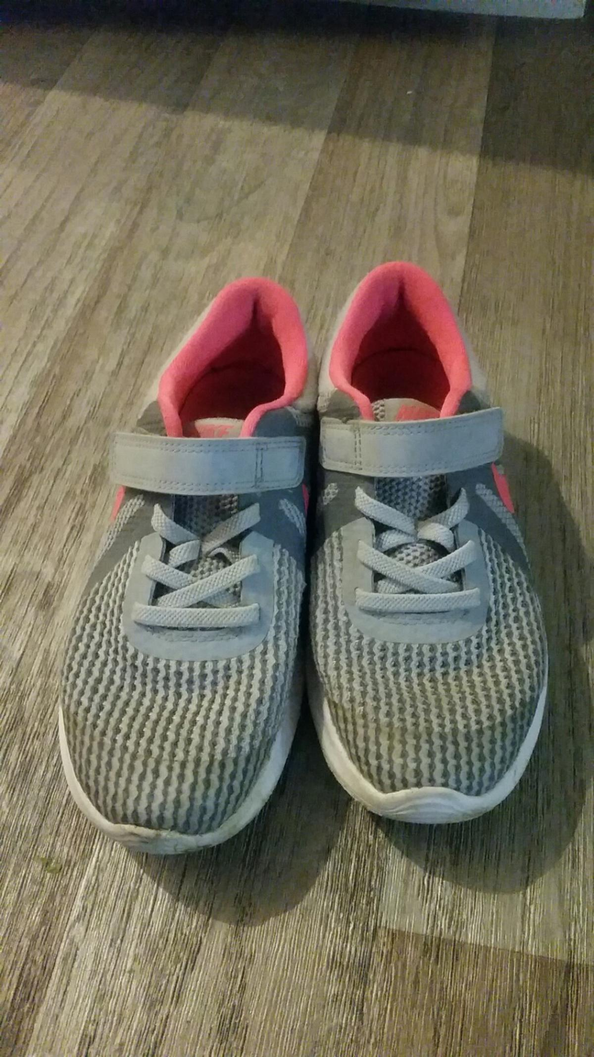 good condition size 1 girls velco nike trainers.pick up only